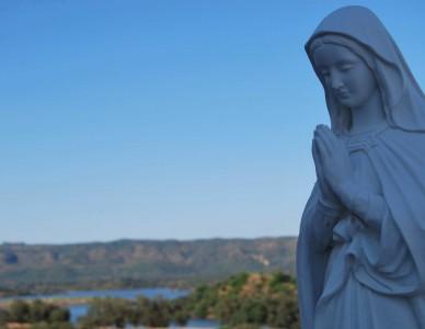 Caminhando com Nossa Senhora e enfrentando as dificuldades do dia a dia